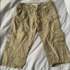Pants - Smart set floral pattern Capri pant